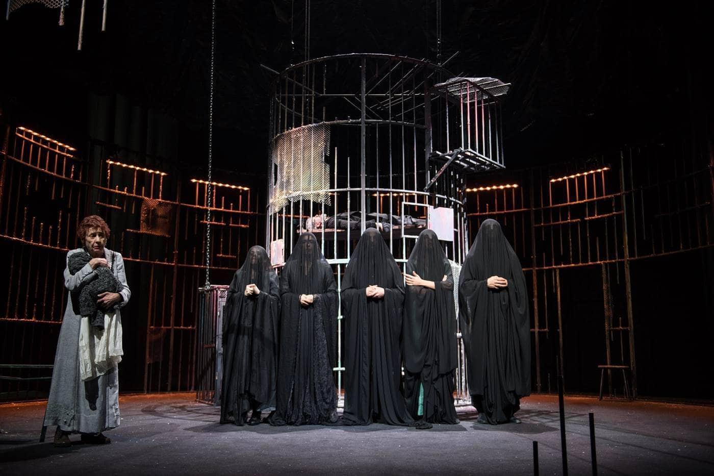 Angela Pagano in il genio dell'abbandono regia Claudio Di Palma foto marco ghidelli