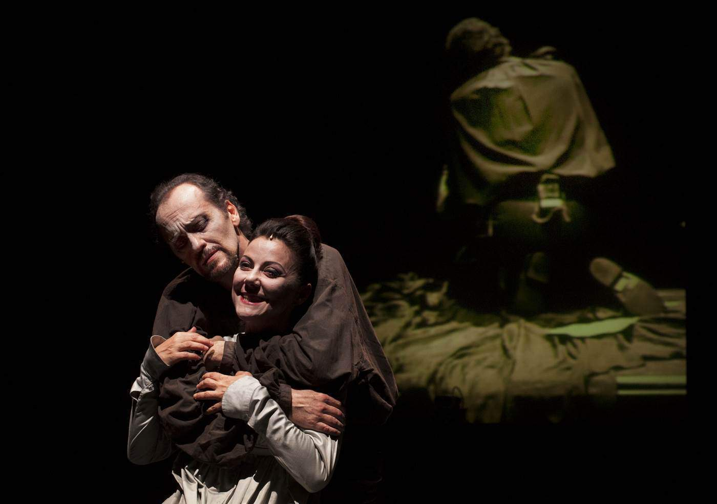 Luca Lazzareschi e Gaia Aprea in Macbteh foto fabio donato