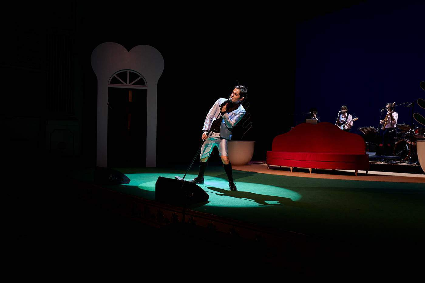 Gianluca Musiu in Madame Pink regia Alfredo Arias foto Giovanni Ambrosio