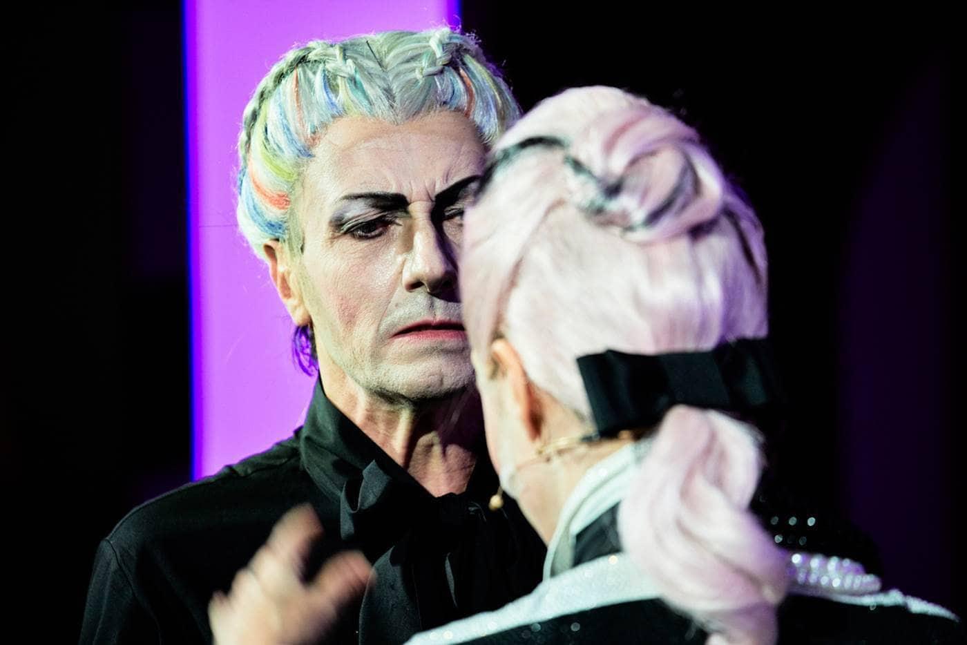 Paolo Serra in Madame Pink regia Alfredo Arias foto Giovanni Ambrosio (2)